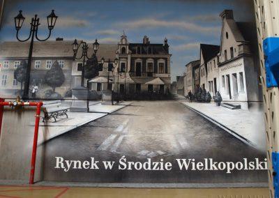 wykonane malowidło - rynek w Środzie Wielkopolskiej - obraz namalowany aerografem na ścianie