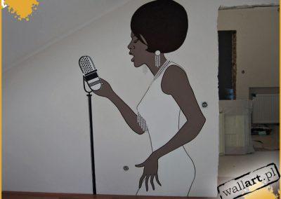 malowidło ścienne w pokoju - piosenkarka
