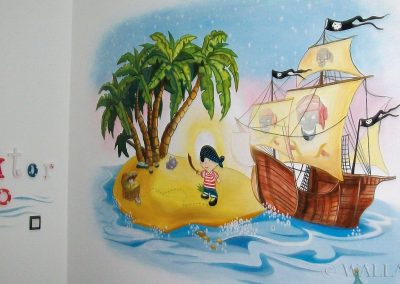 namalowana grafika w pokoju chłopca