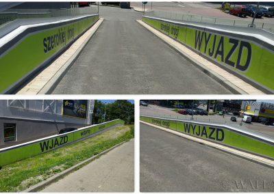 pomalowany murek wjazdowy na parking - Tauzen Park Katowice