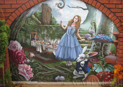 malowidło ścienne w ogrodzie - Alicja w Krainie Czarów