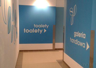 malowanie dekoracyjne - korytarz do toalet