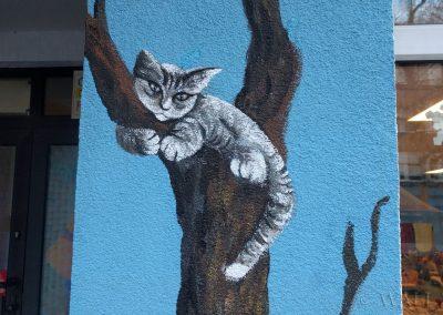 namalowany kot na ścianie