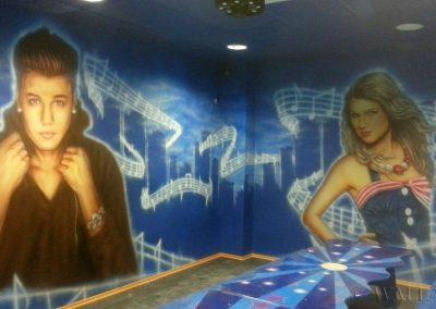 malunki na ścianie - pokój urodzinowy disco