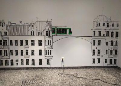 namalowana grafika na ścianie - autor: Tytus Brzozowski
