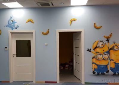 malowidło na ścianie - minionki