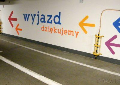 pomalowane ściany - parking - oznakowanie