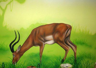 malowidło ścienne w sali zabaw - namalowana antylopa