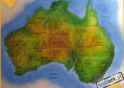 namalowana mapa na ścianie