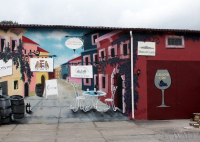 malowidło na ścianie magazynu z winami