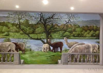 wykonane malowidło ścienne - hodowla alpak