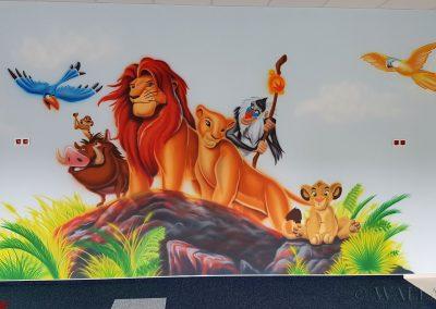 wykonane malowidło w przedszkolu - król lew