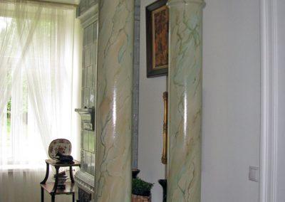 pomalowane kolumny - imitacja kamienia