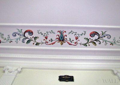 namalowane ornamenty na ścianie