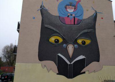 mural na kamienicy - sowa i dziadek  - Barkocińska Warszawa