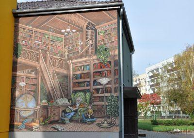 mural na ścianie - biblioteka - Krapkowice