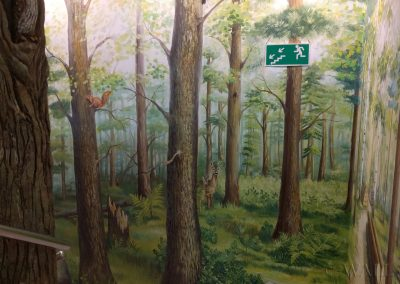 namalowany las - mural w lokalu