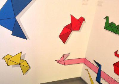 mural origami - malowidła ścienne - klatka schodowa w biurowcu