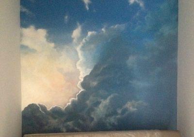 namalowane chmury w sypialni - malowidło