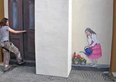 fragment muralu - namalowane drzwi