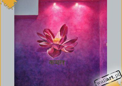 artystyczne malowanie ściany w pokoju - kwiat lotosu
