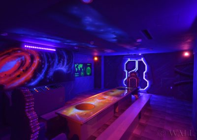 malowidła ścienne UV - kosmiczny pokój urodzinowy - malowanie farbami UV