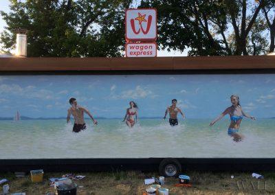 malowidło ścienne - ludzie na plaży