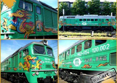 pomalowana lokomotywa, graffiti