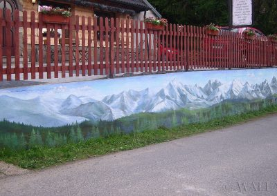 pomalowany mur - góry i las