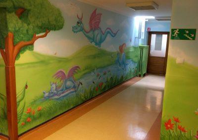 bajkowy pomalowany korytarz w przedszkolu