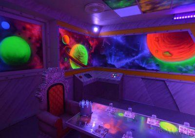 pokój urodzinowy - statek kosmiczny  - malowanie fluorescencyjne UV