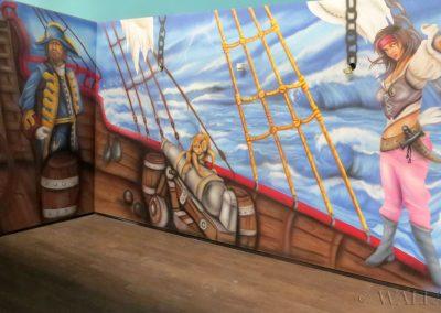sala urodzinowa - namalowany statek piracki