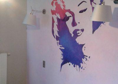 pomalowana ściana w sypialni - Marylin Monroe
