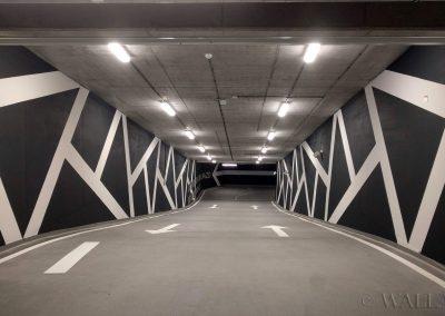 pomalowane ściany - wjazd na parking, wzory dekoracyjne