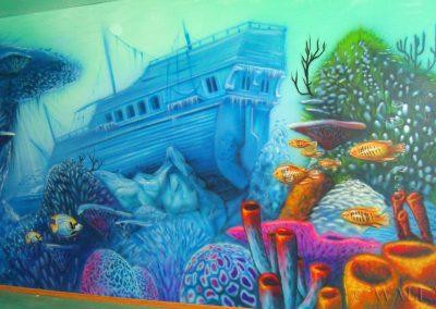 graffiti malowidło na ścianie - namalowana rafa i wrak - podwodny świat