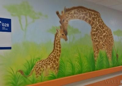 Malowidło w korytarzu - żyrafy