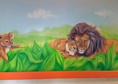Mural przedstawiający rodzinę lwów - korytarz szpitala
