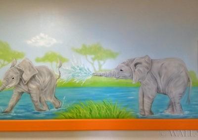 Malowidło w korytarzu - słonie