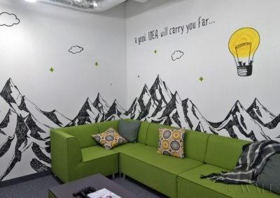 namalowane góry w sali konferencyjnej