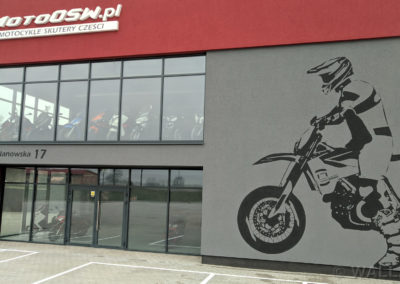wykonany mural z motorem